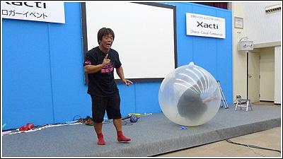 風船太郎さんにジャックされた「Xactiブロガーミーティング」