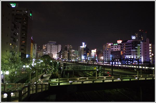 単焦点レンズなら夜の池袋も明るく撮れる Photo by PENTAX K-3 & HD PENTAX-DA 15mmF4ED AL Limited