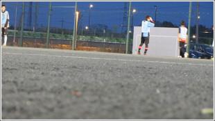 埼玉スタジアム2002の第4グランドでサッカー