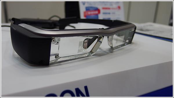 未来を感じさせるEPSONのスマートグラスMOVERIO「BT-200AV / BT-200」