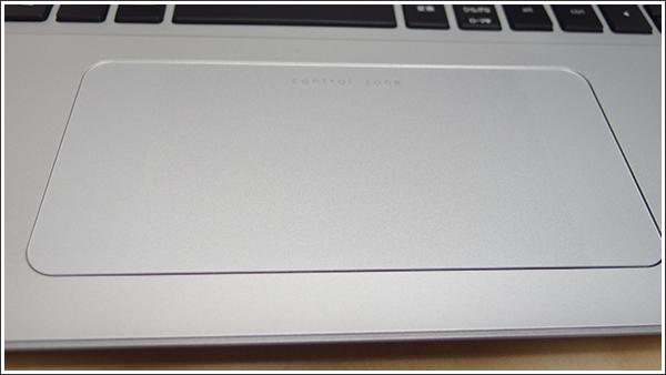 タッチパネルが無くても HP コントロールゾーン トラックパッドがある!HP ENVY 15-k000