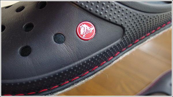 蒸れずにフカフカのクロックスのルームスリッパ「crocslodge slipper」は冬に嬉しい!