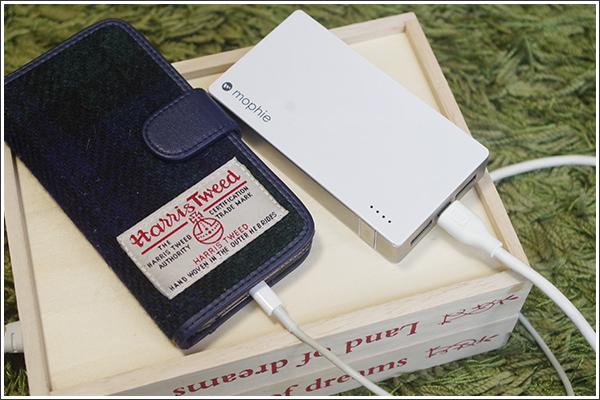 セリアの木箱2つと蝶番でケーブルボックスを作り、6ポートUSB充電器を隠してみた
