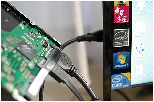 一家に一台は必須(?)IDE/SATA-USB2.0変換アダプタ